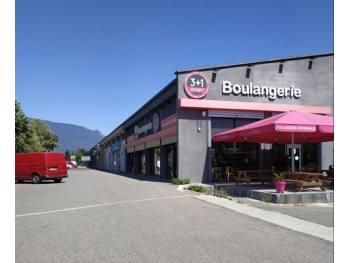 Vente locaux commerciaux de + 2550 m² loués s