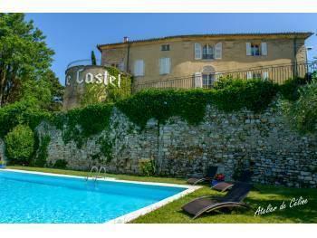 Petit hotel dans château Drome Provençale
