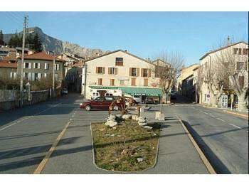 BAR PIZZERIA RESTAURANT sur la place du village
