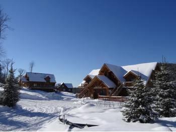Vente auberge en bois rond en bord de lac Quebec