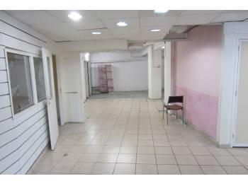 Local commercial vide 114m² - Bureaux ou Commerce