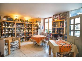 Vente restaurant, cave à vins sur une Ile